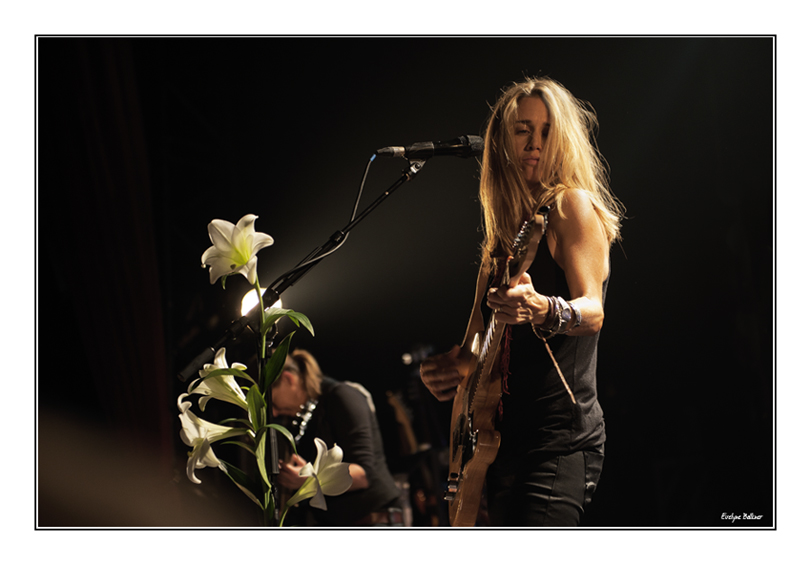 http://eveball.free.fr/concerts/Heather_Nova/photos%202011/heather_nova_2011_3559.jpg